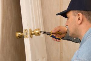 Locksmith installs lock Birmingham